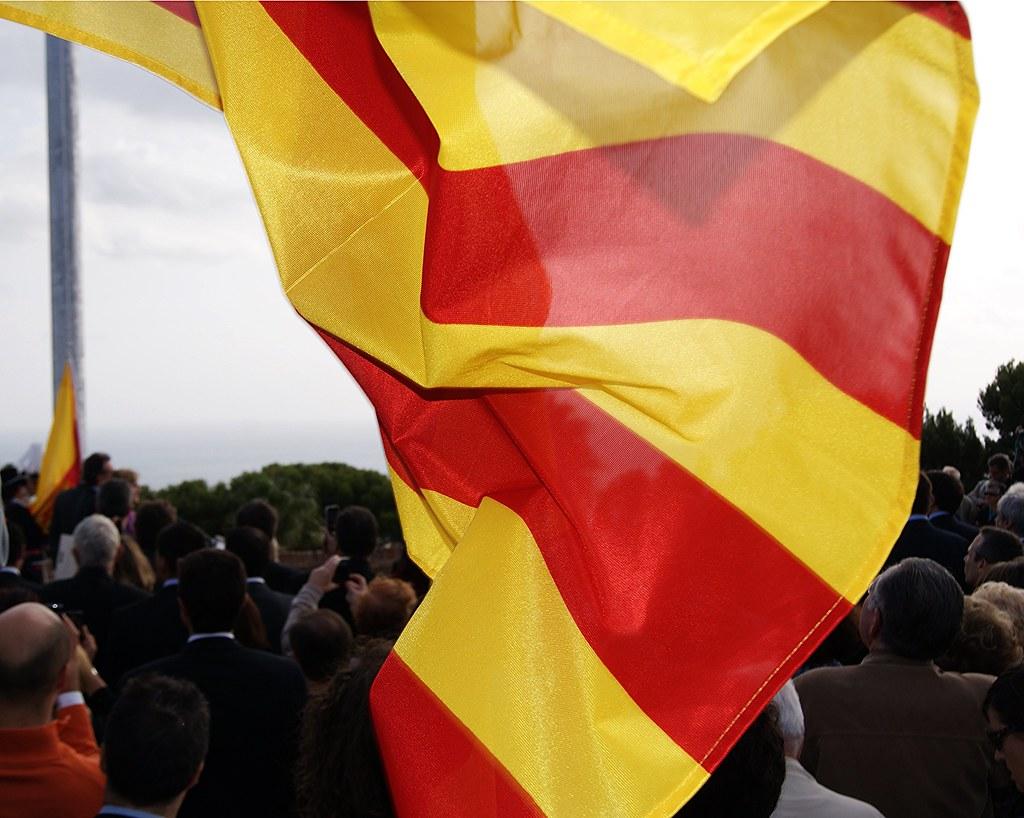 bandera cataluña castillo montjuic