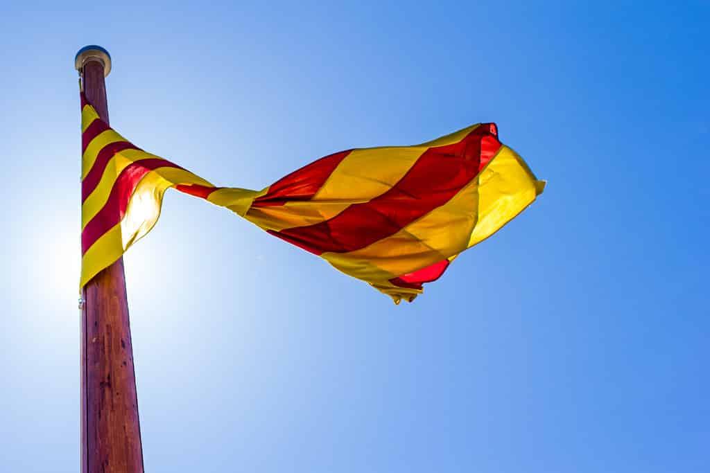 bandera cataluña ondeando