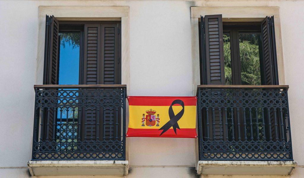 foto bandera españa crespon negro