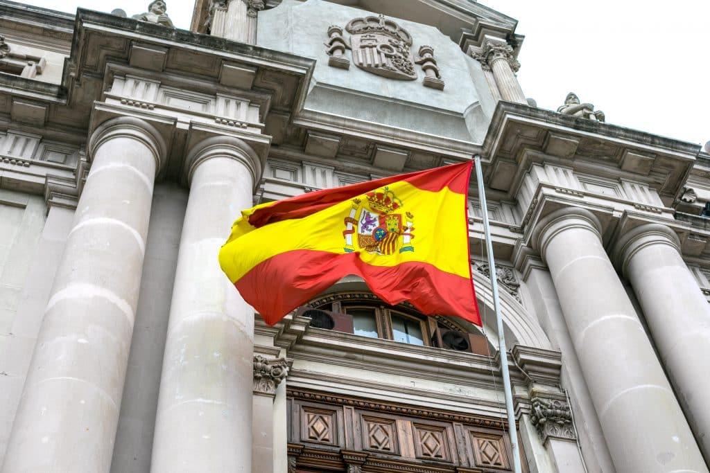bandera española en mastil