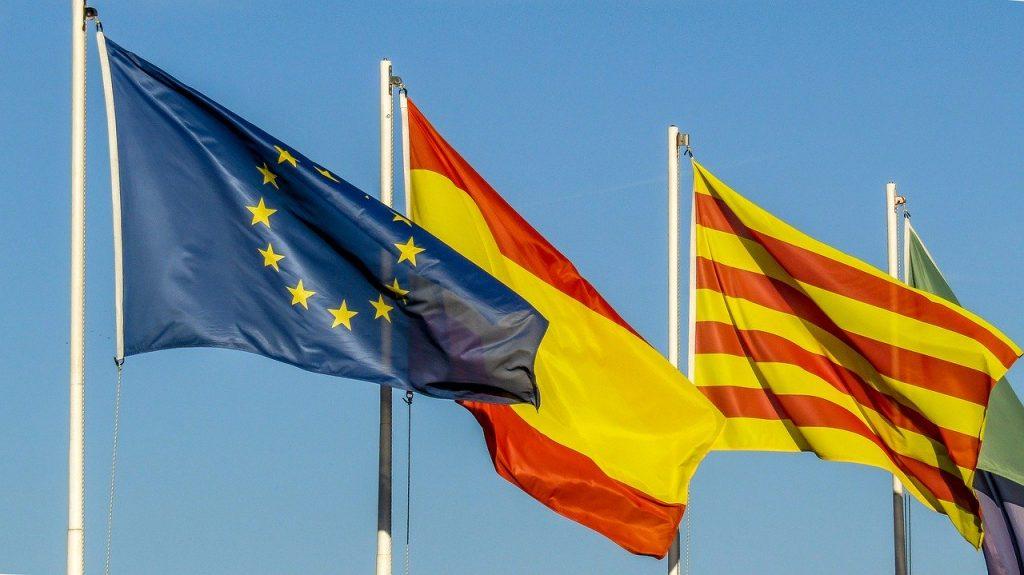 bandera europea, española y catalana