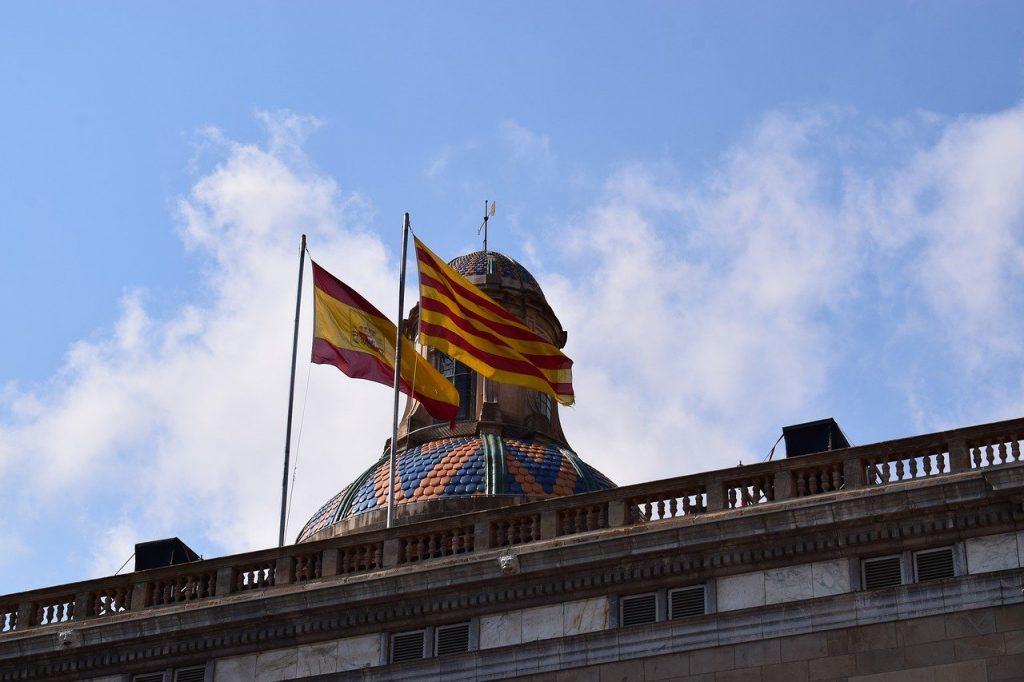 banderas de cataluña y españa