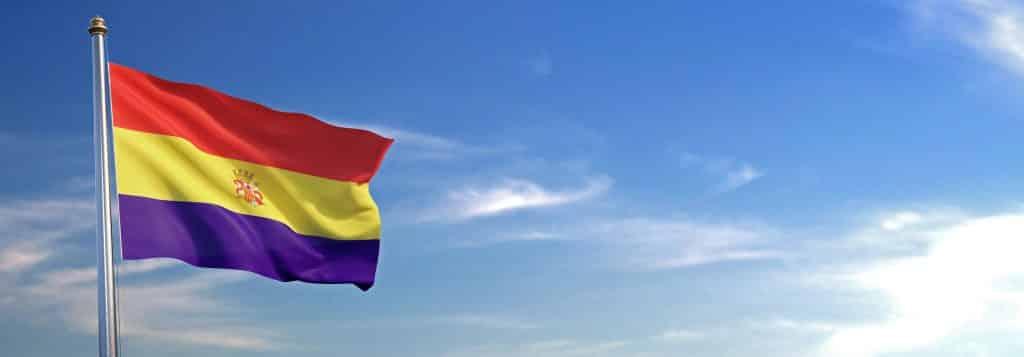 Bandera de la segunda Republica Española ondeando