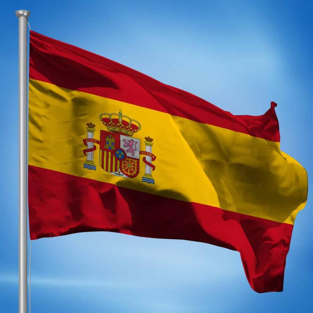 foto de la bandera de España al viento